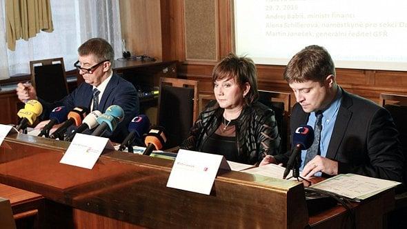 Janečkovy postupy zfinanční správy ještě nevymizely, ukázal převod práv kADIS