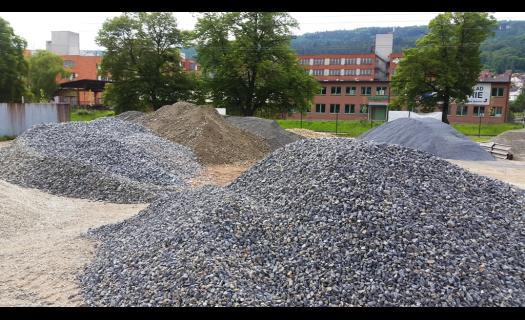 Kamenivo, štěrk a písek použitelný ve všech oblastech stavebního průmyslu.