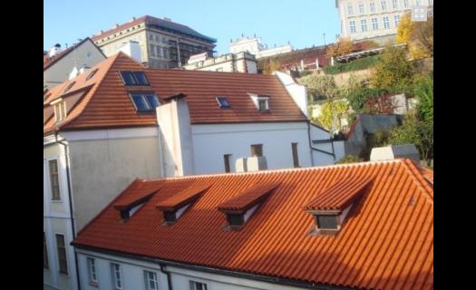 Pokládka prejzové střechy Praha – profesionální práce a perfektní výsledek