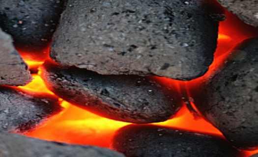 Uhlí hnědé a černé, palivové dřevo, dřevěné brikety, dovoz štěrku a písku