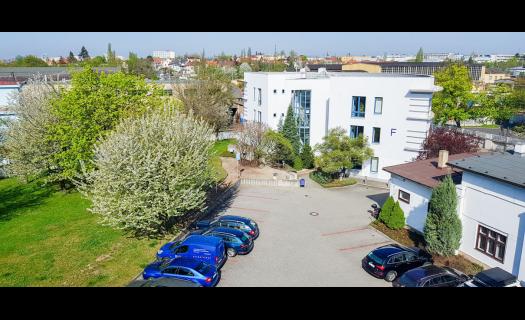 Pronájem kanceláří a skladových prostor s kamerovým systémem i parkovištěm, Praha 10 Hostivař