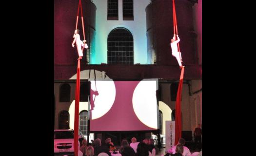 Zajištění LED diodových reflektorů pro Váš večírek či firemní akci Praha - včetně profesionální obsluhy
