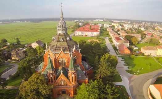 Novogotický Kostel Navštívení Panny Marie, zajímavý architektonický klenot města Břeclav