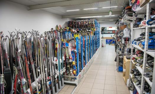 Prodej, půjčovna a seřízení lyží.