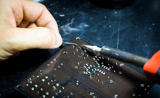 Vývoj a výroba elektronických součástek pro průmyslová odvětví