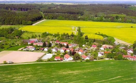 Obec Podmoky, chalupářská oblast na Vysočině s nalezišti zlata jako kulturní památkou