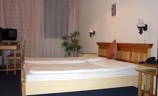 Komfortní ubytování na Šumavě, v centru města Klatovy, se stylově zařízenou restaurací