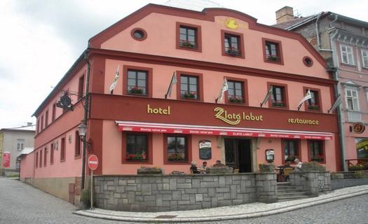 Hotel s historickou restaurací, stylové ubytování ve dvoulůžkových pokojích, Králíky