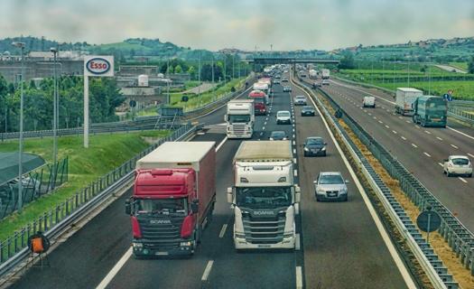 Tuzemská nákladní autodoprava, kamionová přeprava zboží s moderním vozovým parkem