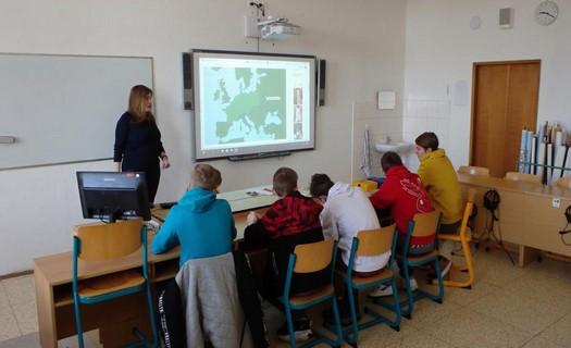 Základní škola s rozšířenou výukou angličtiny, důrazem na ekologii a programem Erasmus