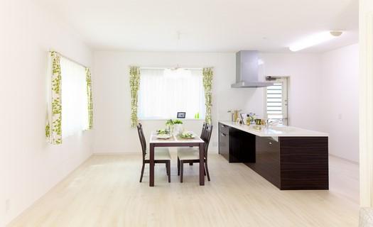 Pokládka plovoucí i dřevěné podlahy, parket i linolea, odborná montáž i oprava Praha