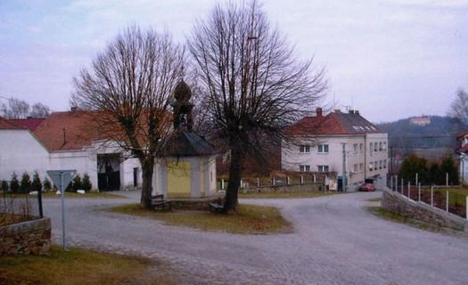 Obec Pracejovice, vesnice s dětským i sportovním hřištěm a kulturním domem, okres Strakonice