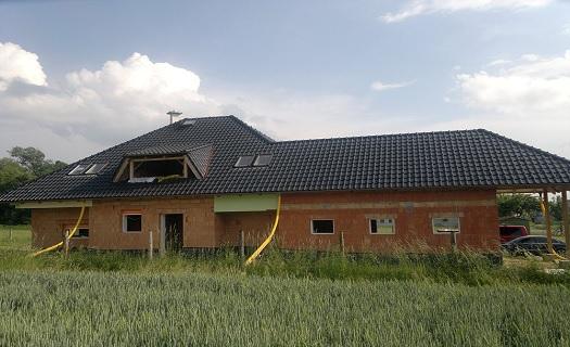 Kompletní realizace šikmé i ploché střechy včetně klempířských prvků a montáže oken