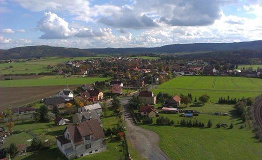 Obec Malá Hraštice - vhodné místo pro pěší turistiku, cykloturistiku či posezení v cukrárně.