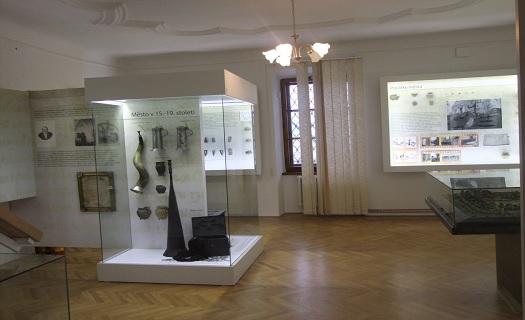 Stálá expozice Historie města Dvora Králové nad Labem a Tradice výroby vánočních ozdob.