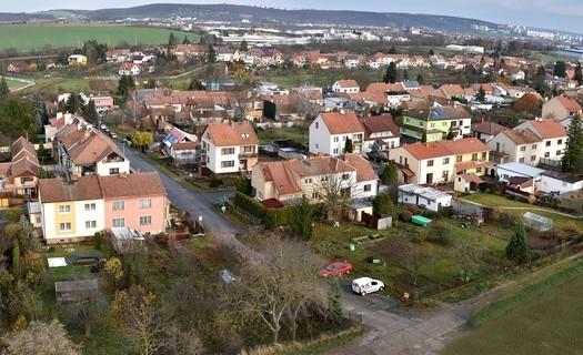 Obec Střelice u Brna, Jihomoravský kraj, kostel Nejsvětější Trojice, podzemní chodby, 20 křížů