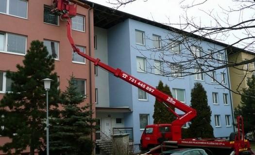 Pronájem pracovních plošin a autojeřábů Brno, plošiny na dálkové ovládání, teleskopické plošiny