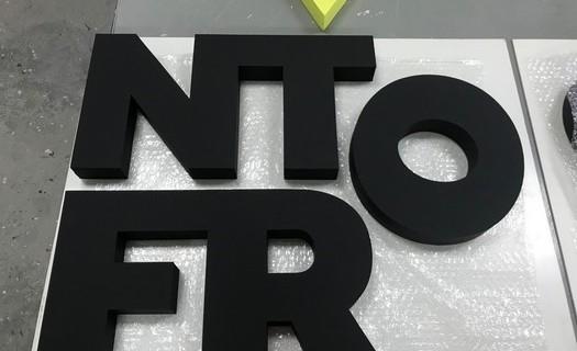 Výroba 3D reklamy Olomouc, 3D písmena, tvary, loga, reklama z polystyrenu