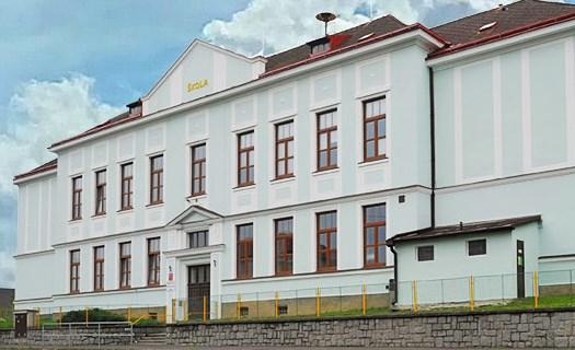 Základní škola a mateřská škola Měčín, tělocvična a hřiště s umělým povrchem, jídelna, družina