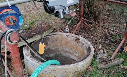 Čištění a opravy studní, vrtů, prohlubování studní, revize
