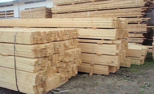 Výroba palet i palivového dřeva, truhlářské a stavební řezivo v Královéhradeckém kraji