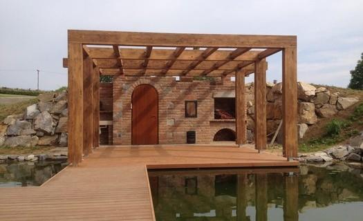 Dodávky tesařských konstrukcí, střechy na klíč Blansko, dřevostavby, pergoly, krovy, terasy, altány