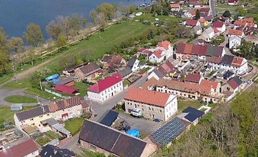 Píšťany, obec na břehu Labe, ideální místo pro bydlení