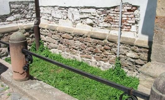 Podřezání zdiva Brno, spolehlivé izolace proti vodě v rozích, ve vnitřních koutech, v křížení zdí