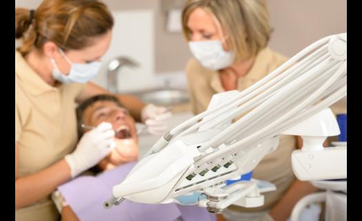 Ošetření a léčba paradentózy Praha 4 - onemocnění závěsného aparátu zubu.