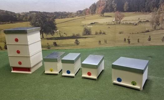 Včelařské potřeby Město Albrechtice, výroba a prodej dřevěných a polyuretanových úlů, nástavky