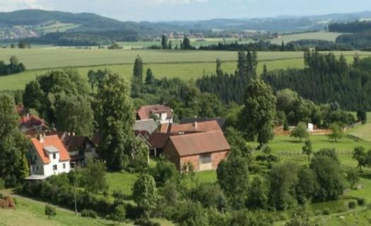 Obec Jedlá v lokalitě s řadou pramenů, svahových bučin i vzácných rostlin, Havlíčkův Brod