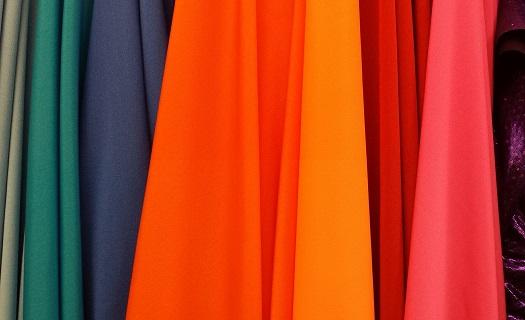 Podniková maloobchodní prodejna KOH-I-NOOR WALDES galanterie, s.r.o. - prodej rozšířen nově o metrový textil