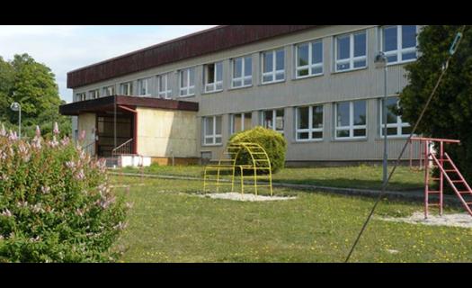 Základní a mateřská škola v malebném prostředí Českého lesa s moderním vybavením i jídelnou