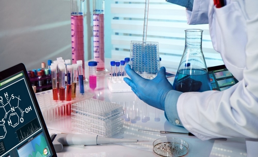 Značící kity pro barvení buněk a organel, chemické potřeby pro laboratoře