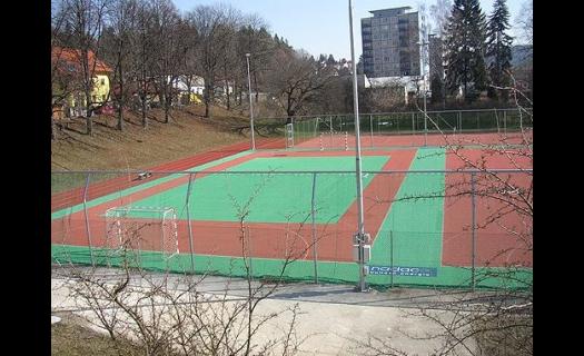 Venkovní sportovní areál u Sokolovny – míčové sporty, fotbal, tenis