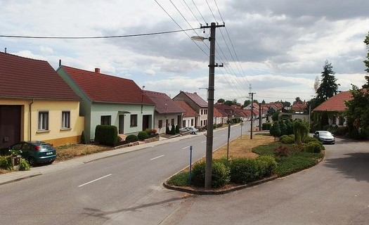 Obec Horní Dubňany, okres Znojmo, Kostel svatého Petra a Pavla, zřícenina hradu Rabštejn