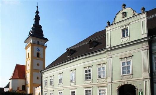 Město Moravské Budějovice s historickými památkami a muzeem