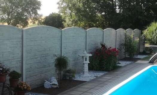 Betonové ploty na míru Hodonín, výroba, prodej i odborná montáž betonových plotů, plot na klíč