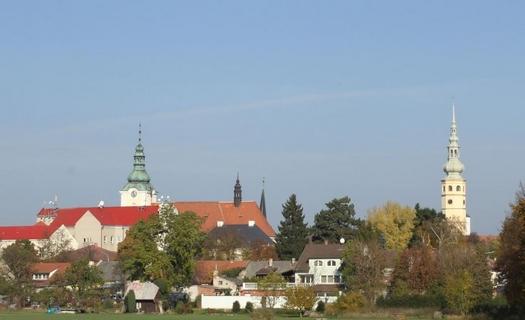 Město Tovačov, Zámek Tovačov, kostel sv. Václava, Tovačovská jezera, naučná stezka, Spanilá věž
