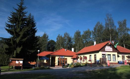 Autocamp Jenišov na Lipenské přehradě, cyklostezky, prodejna základních potravin, noční klid
