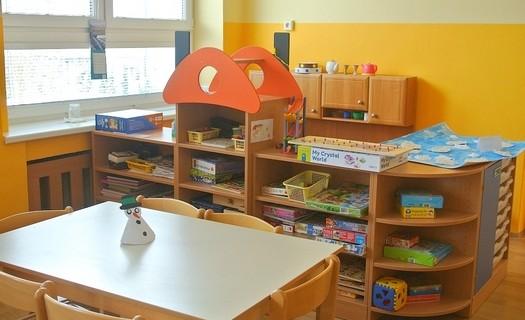 Nábytek pro mateřské školy Praha, bezpečný dětský nábytek, skříně, stoly, židle, postýlky, šatny,