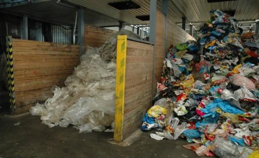Ručně tříděný plastový odpad