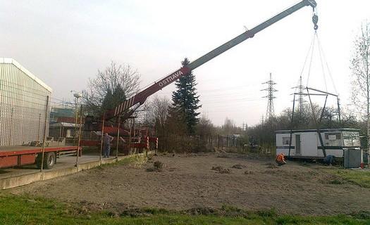 Práce s autojeřáby o nosnosti 20 až 28 tun Ostrava, beranění a opětovné vytahování štetovnic