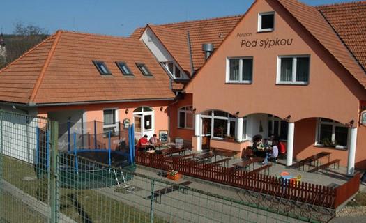 Pension Pod sýpkou Lomnice, bezbariérové ubytování, restaurace s letní zahrádkou, bazén, sauna