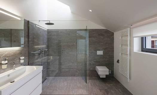 Skleněné interiérové a exteriérové prvky České Budějovice, skleněné stěny, dveře, zábradlí, obklady
