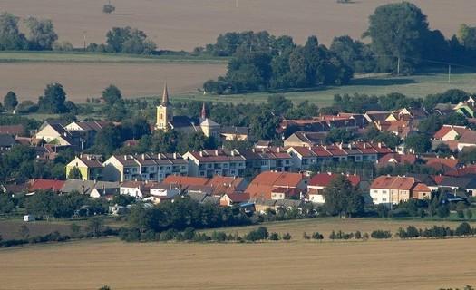 Obec Kněždub, okres Hodonín, Muzeum bratří Uprků, národní přírodní rezervace Čertoryje