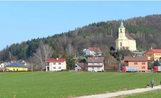 Obec Všeň, okres Semily, Kostel sv. Jakuba a Filipa, venkovská zástavba domků, chalup a statků