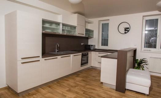 Výroba nábytku na míru Zábřeh, výroba moderních, rustikálních i panoramatických kuchyní