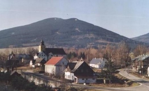 Obec Bělá pod Pradědem, cyklotrasy, výlety, pozůstatky středověkého opevnění, památníky