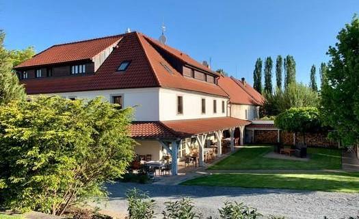 Penzion v polích - Číčovice, restaurace, organizace svateb, oslav, školení, ubytování v 11 pokojích